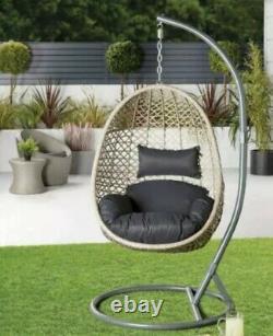 Chaise Oscillée D'oeuf De Patio De Jardin D'aldi Avec Le Coussin Nouveau Dans La Main