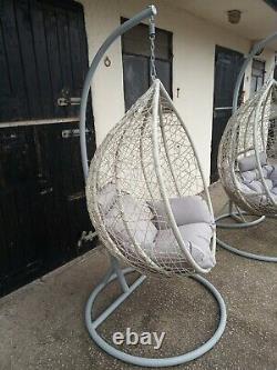 Chaise Suspendue D'oeuf Avec Le Modèle De Rotin De Coussin Double Jardin Gris Simple De Oscillation