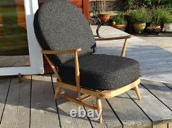 Coussins Et Couvertures Seulement. Chaise Ercol 203. Charbon De Bois Gris Stitch Camira Fl768