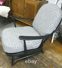 Fauteuil Vintage Ercol Windsor 203- Nouveaux Coussins & Webbing Assist Courier